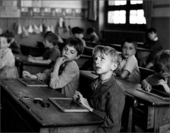 robert-doisneau-photo-enfant-l-information-scolaire-1956.jpg